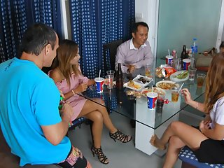 免费的色情影片的泰国女孩业余党